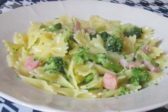 Farfalle con broccoli, prosciutto e gorgonzola