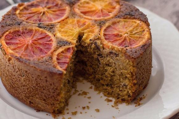 Torta alle mandorle con arance e cioccolato extra fondente