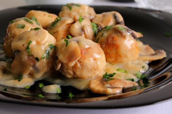 Polpette di carne con salsa ai funghi