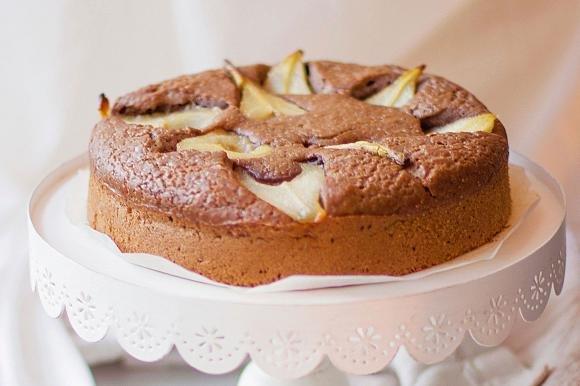 Torta semintegrale alle pere con orzo e caramello