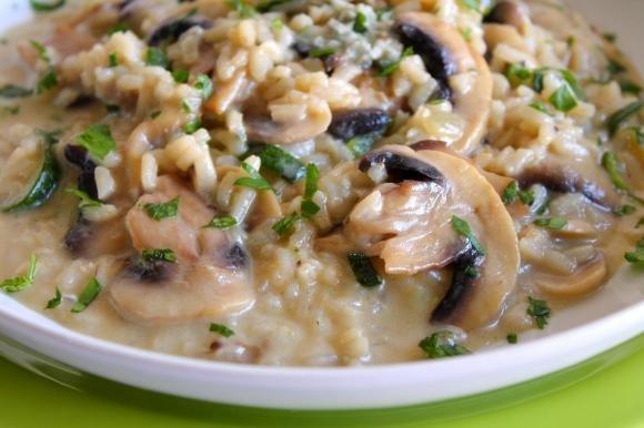 Risotto con funghi, zucchine e gorgonzola