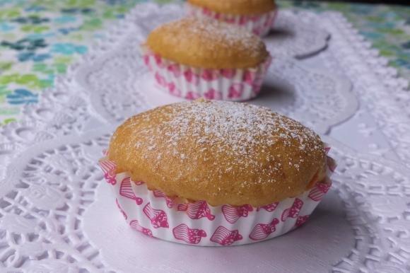 Mini muffin con arancia, mandorle e nocciole tritate