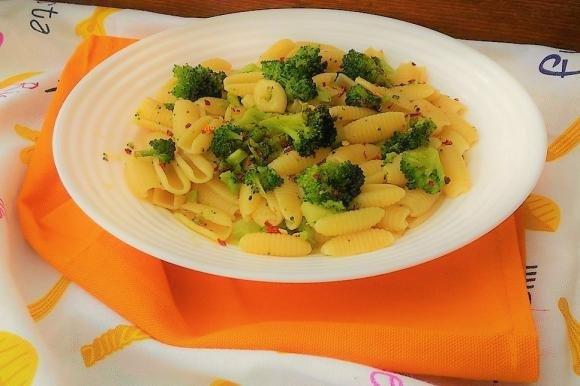 Gnocchetti sardi con broccoli e peperoncino