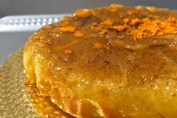 Tarte tatin rovesciata con pastella veloce agli agrumi