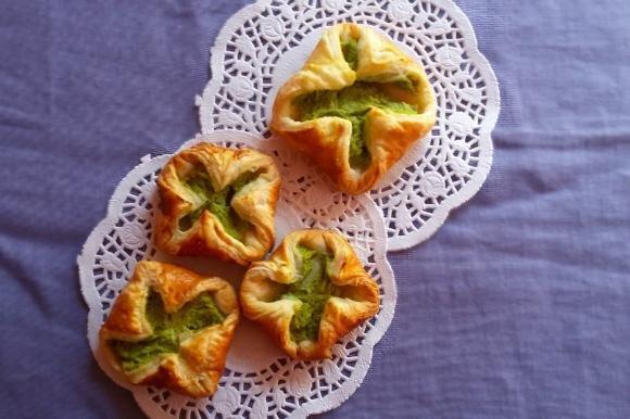 Fagottini di sfoglia con crema di broccoli