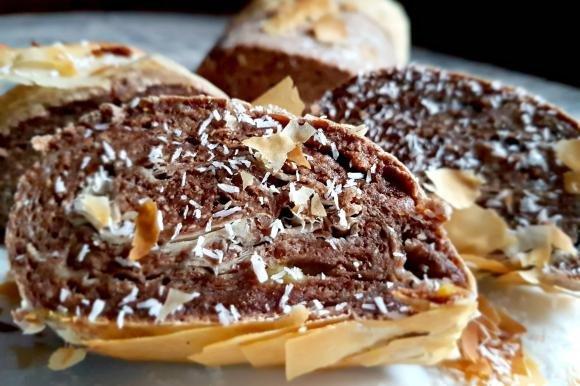 Rotolo di pasta fillo con banana e cacao