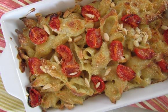 Conchiglioni al forno con pesto, pomodorini e pinoli