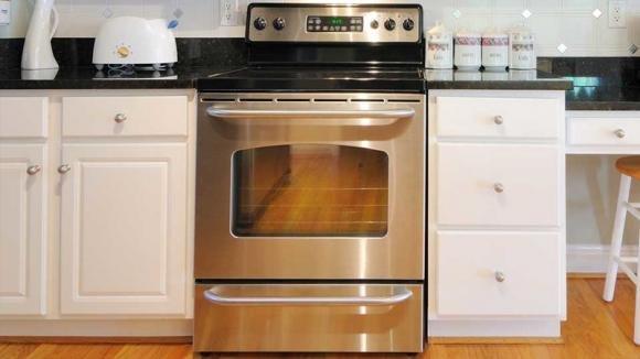A cosa serve il cassetto sotto il forno? Ecco qual è il suo vero uso