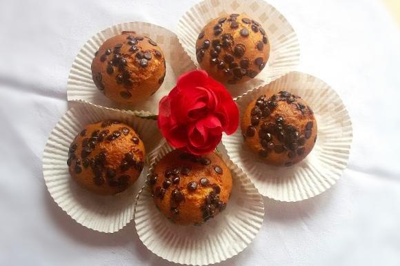 Muffin agli albumi con gocce di cioccolato