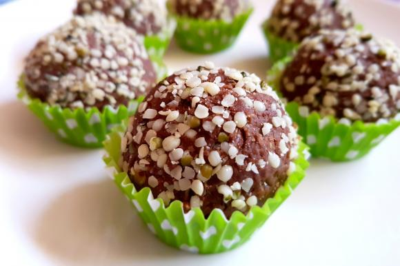 Dolcetti al cacao con farina di castagne e semi di canapa