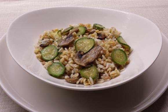 Cereali misti con zucchine e funghi