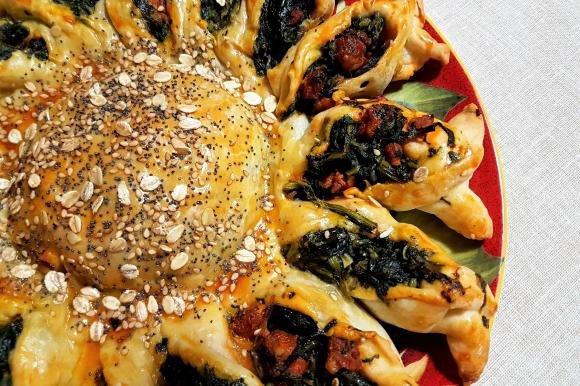 Girasole di pasta brisèe con cicoria e salsiccia piccante
