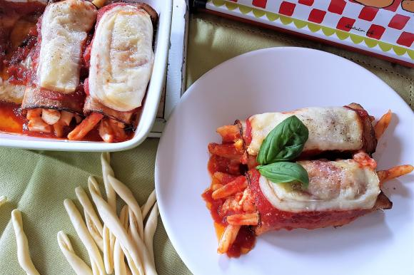 Involtini di melanzane ripieni di pasta fresca, uova e formaggio