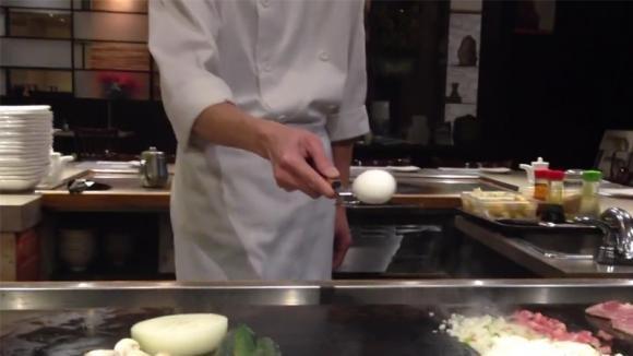 Se sapete rompere un uovo in questo modo, allora potrete considerarvi dei veri chef