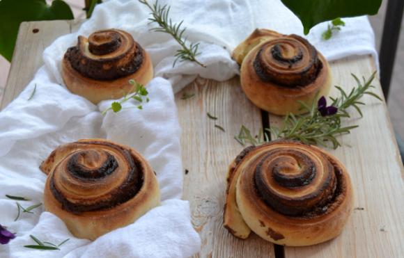 Girelle di pan brioche con crema di nocciole