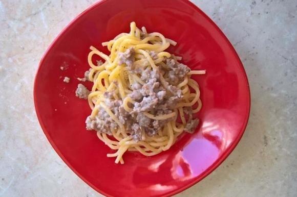 Spaghettoni con salsiccia e liquore all'anice