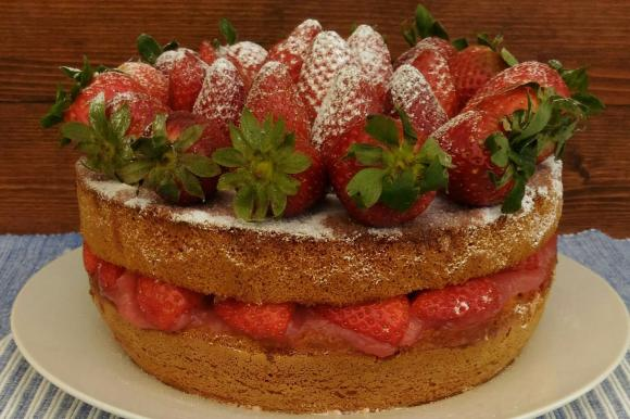 Victoria Sandwich con crema all'acqua alle fragole