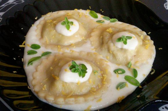 Ravioli ai carciofi con crema al limone