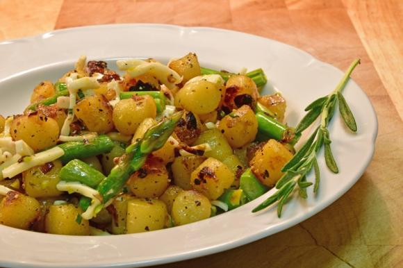 Patate e asparagi al forno