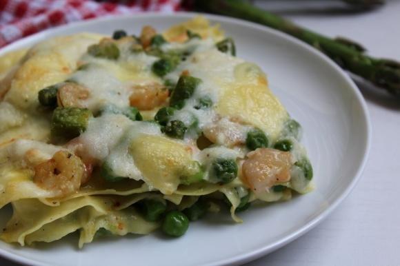 Lasagne con asparagi, piselli e gamberetti