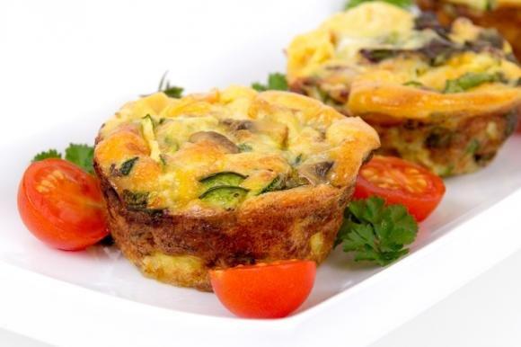 Muffin di frittata con zucchine e funghi