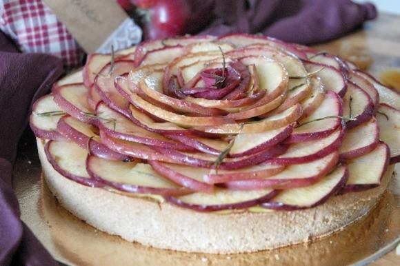 Crostata di castagne con crema, mele e zenzero