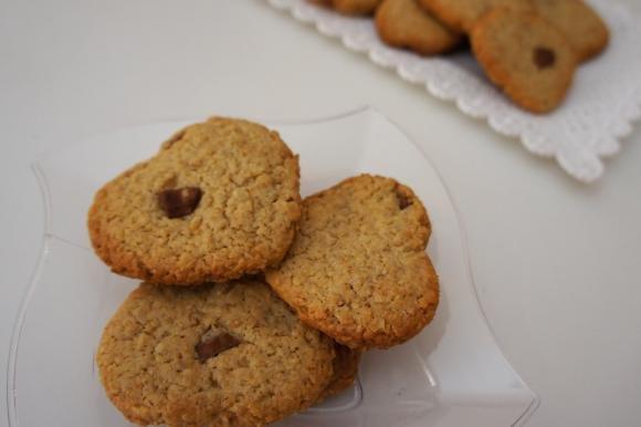 Biscotti senza uova con farina di avena e cioccolato