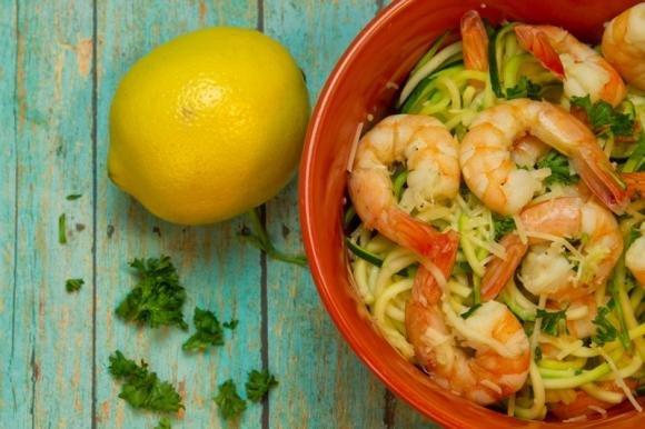 Spaghetti zucchine e gamberi al profumo di limone