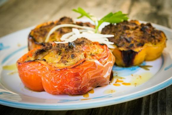 Peperoni ripieni di carne e pangrattato