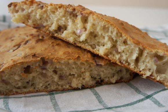 Pane senza impasto alla cipolla rossa