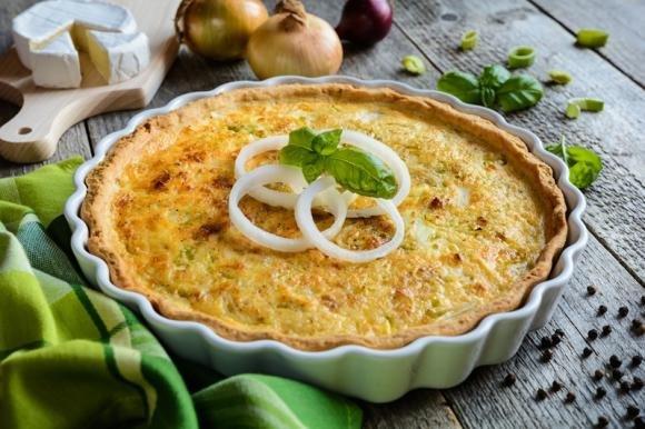 Torta salata patate, cipolla e formaggio