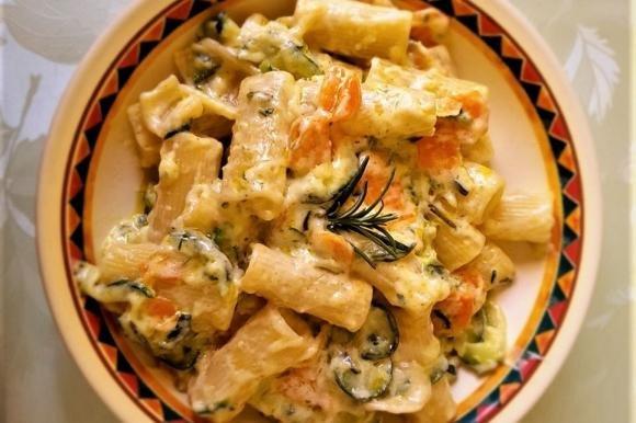 Rigatoni cremosi zucchine e carote