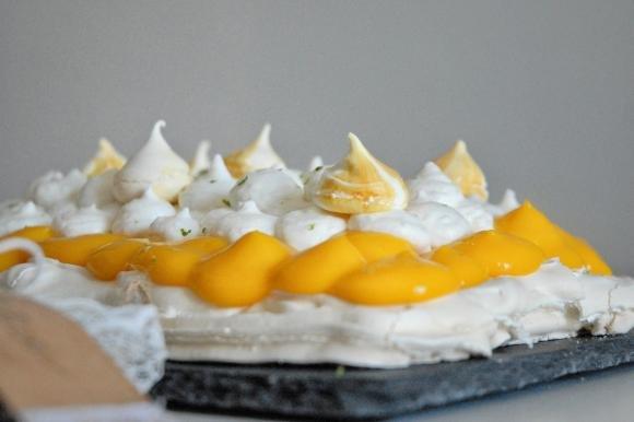 Pavlova con lemon curd e cocco