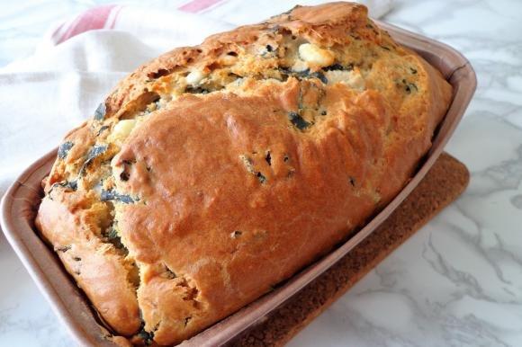 Pane con cavolo nero e feta