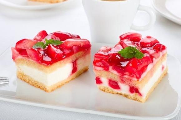 Torta Paradiso con crema di ricotta e fragole