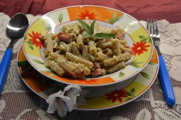 Pasta con pesto di salvia e basilico