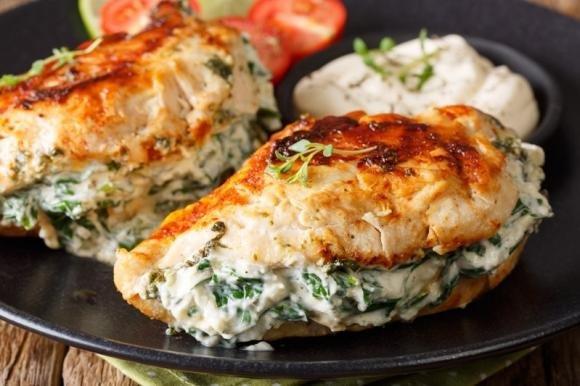 Petti di pollo cremosi agli spinaci
