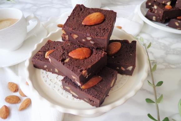 Cioccolatini fondenti con mandorle