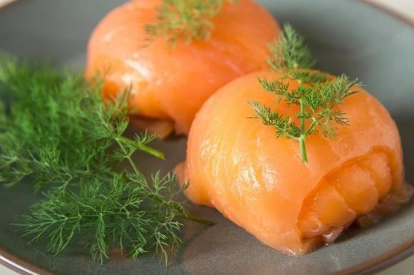 Fagottini di salmone con mousse di tonno