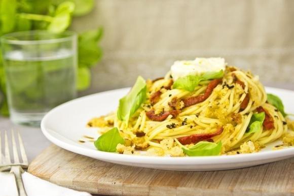 Spaghetti poveri con pomodori secchi