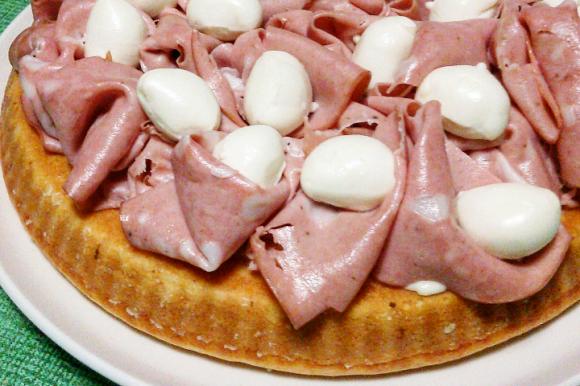 Crostata morbida salata con mortadella e stracchino