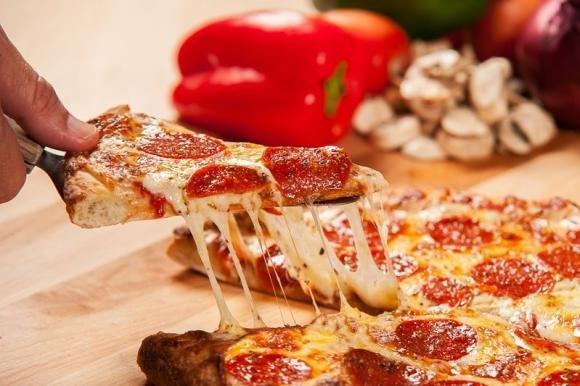 Pizza fatta in casa senza impasto