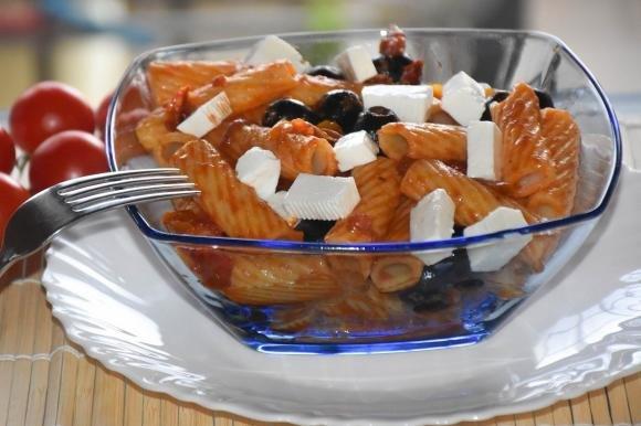 Tortiglioni con sugo di verdure e filetti di alici