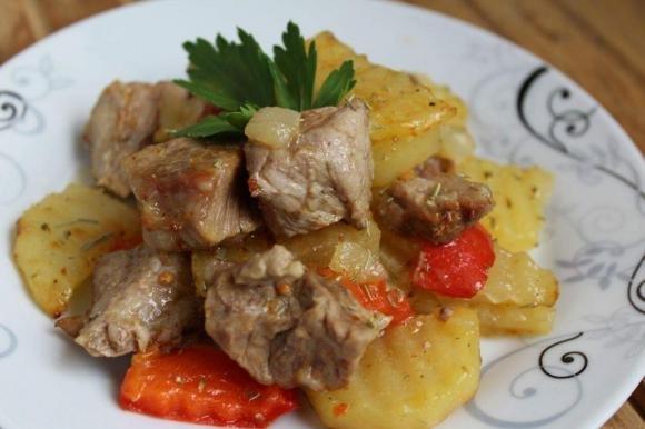 Spezzatino di vitello con peperoni e patate
