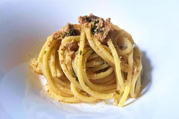Spaghetti con tonno, bottarga e pangrattato