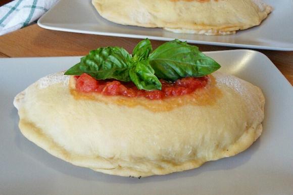 Calzoni al forno con melanzane, zucchine e peperoni