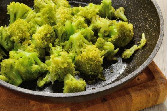 Broccoli in padella con aglio