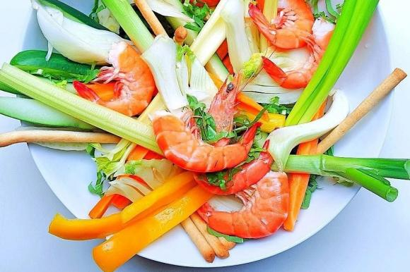 Mazzancolle alla catalana e pinzimonio di verdure