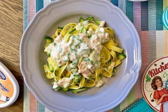 Tagliatelle alle zucchine e crema di salmone