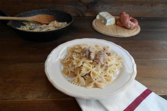 Pasta cremosa con salsiccia e gorgonzola